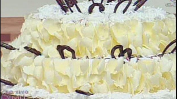 Bolo de Chocolate e Beijinho com Flocos Crocantes