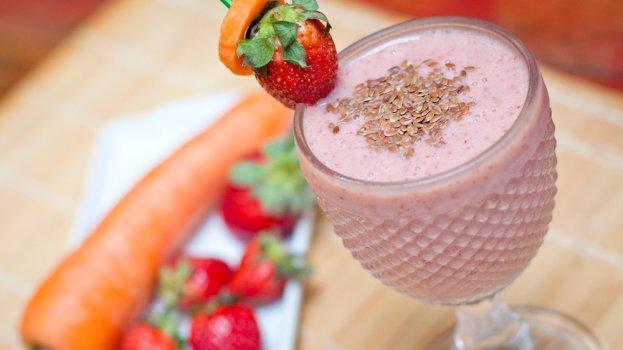 Vitamina de cenoura com morango