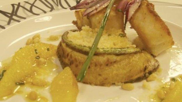 Lombo de bacalhau grelhado - com carpaccio de abobrinha e cuscuz marroquino de laranja