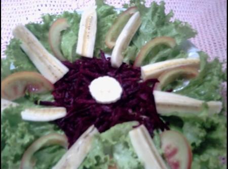 Salada de Banana com beterraba