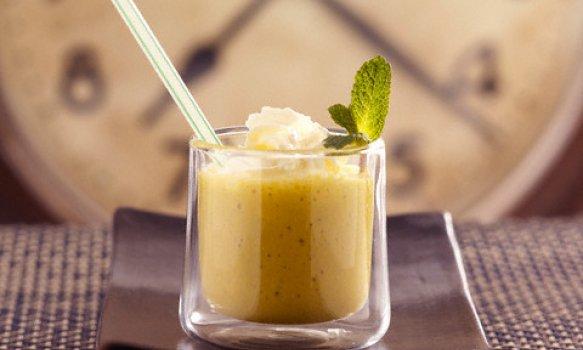 Vitamina de Abacaxi com Gengibre e Mel