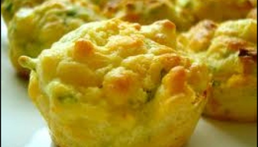 Muffins de abobrinha e cheddar