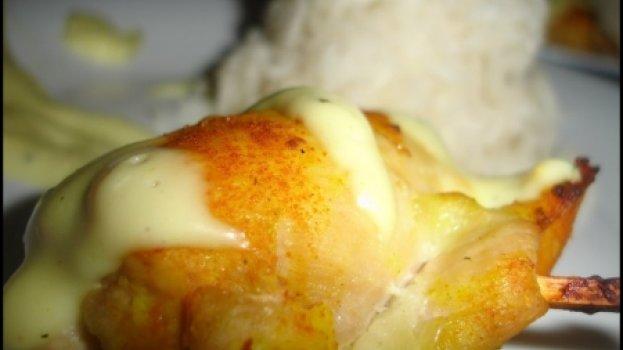 Peito de Frando Enrolado com queijo e Molho Bechamel acompanhado com Arroz