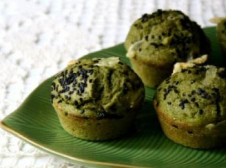 Muffins integrais com queijo e espinafre