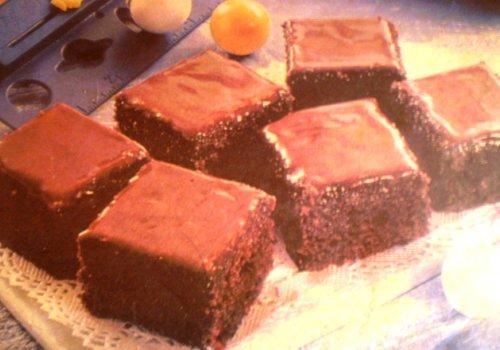 Bolo de Chocolate com Cobertura de Falso Brigadeiro