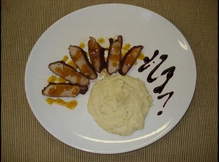 Pernil de porco c/molho de mexirica e pure de batata doce