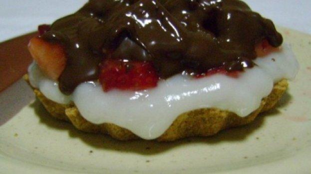 Tortinha Vegana de Chocolate e Morango