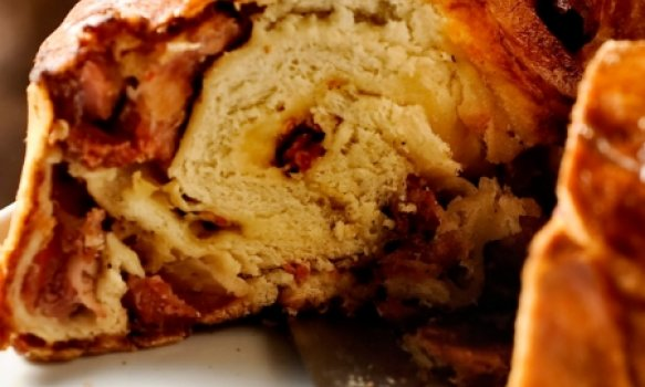 Tórtano (Pão recheado com linguiça)