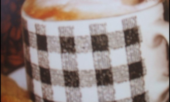 Expresso com espuma de leite e chocolate picante