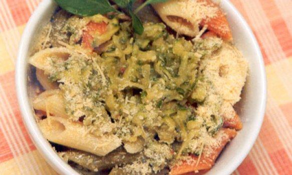 Salada de Penne com Abobrinha e Tomates