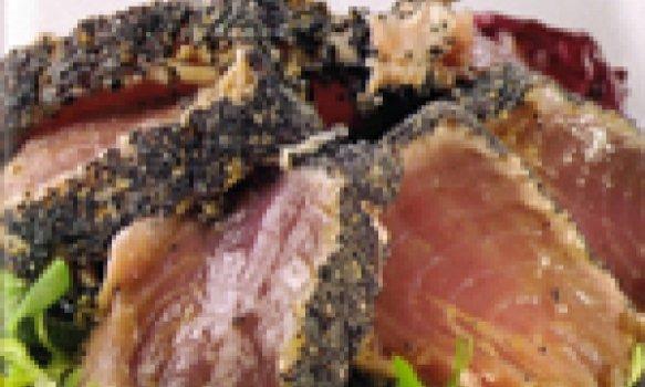 Filet de atum com sementes de papoula