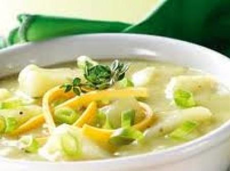 Sopa de legumes e macarrão