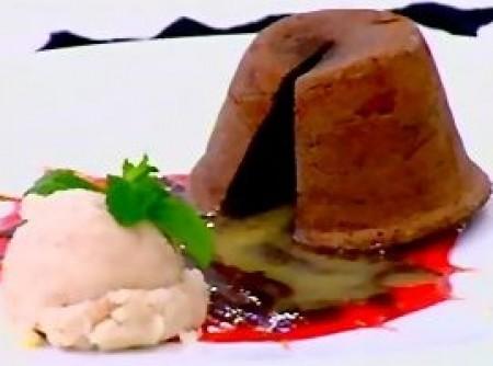 Petit Gateau Com Chocolate Branco