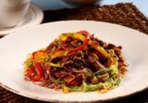 Espaguete de Legumes com Carne-seca