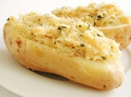 Batata recheada com bacalhau desfiado