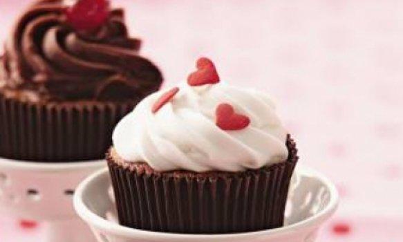 Cupcake light de merengue, chocolate e ganache