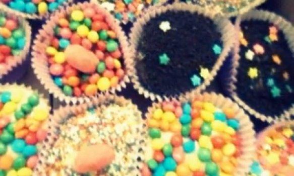 Cupcakes coloridos (Arco-íris)