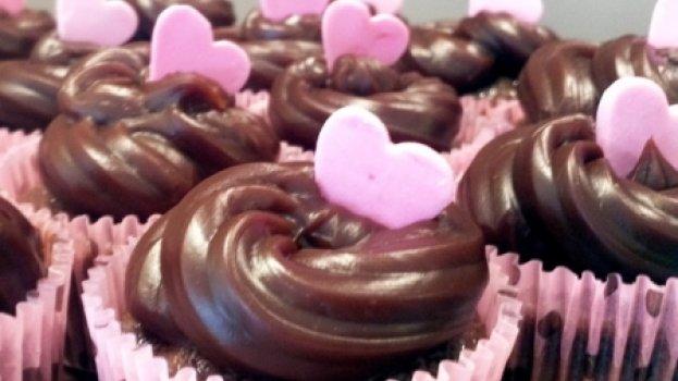 Cupcakes de chocolate com brigadeiro