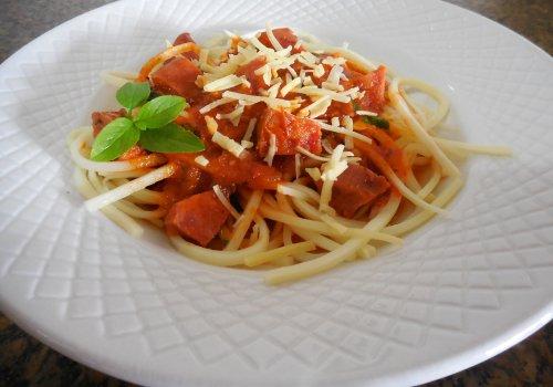 Espaguete de Pupunha com Molho de Calabresa