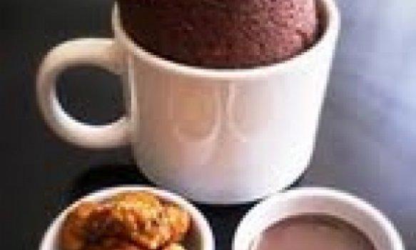 Várias receitas de bolo na caneca
