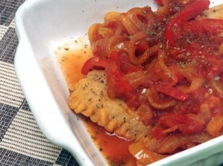 Filé de Pescada com Pimentão, Manjerona e Curry