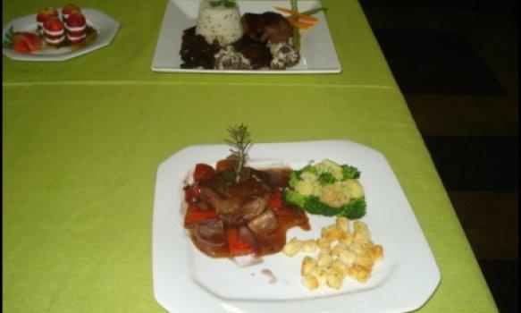 Mignon ao molho oriental crocante e legumes no vapor de ervas