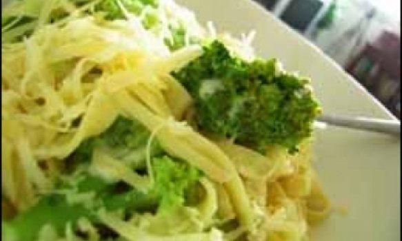 Fetuccine cremoso com brócolis