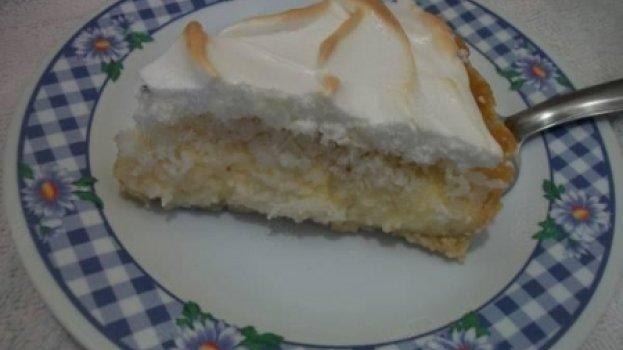 Torta Cremosa de Coco com Suspiro