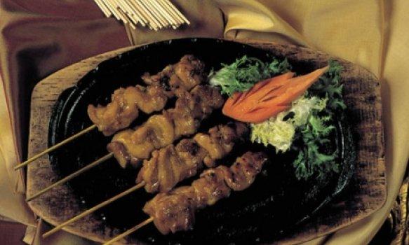 Kai Satee (Espetinhos de frango com molho de amendoim)