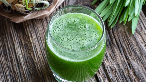 suco de erva cidreira com limão/cybercook