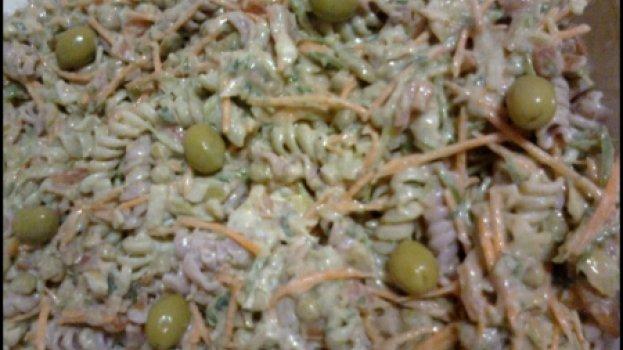 Salada de Macarrão Refrescante com Atum