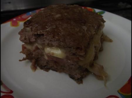 Bolo de Carne Moída com Linguiça e Mussarela