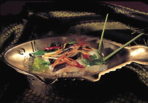 Peixe ao vapor ( Filé de Merluza cozido em especiarias e vermicelli)