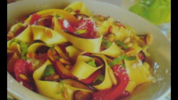 Legumes com Tagliatele e Basilicäo à Italiana