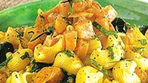 Pipe rigate com molho de abóbora e azeitonas