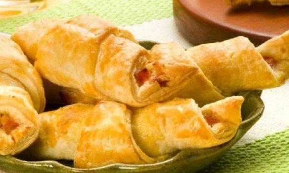 mini- croissant com suflê verde e presunto
