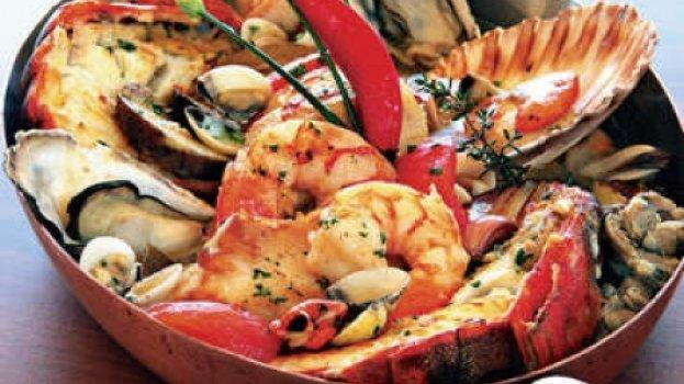 Caldeirada de peixe e frutos do mar