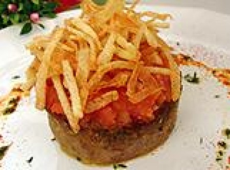 Bolo de carne rústico com batata palha