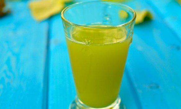 Suco de Abacaxi com Pepino e Gengibre