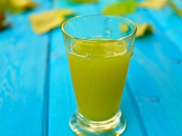 Suco de abacaxi com pepino e gengibre/CyberCook
