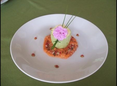 Abobrina Recheada com Cogumelos Fresco com Carpaccio de Salmão e Molho de Pimenta | MB