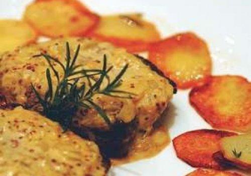 Filet com batata sautée e molho de mostarda