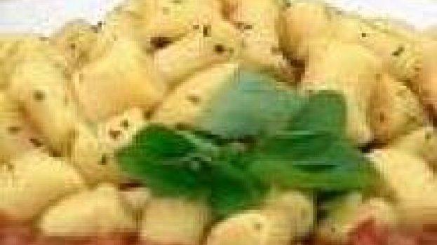 Nhoque com molho de espinafre