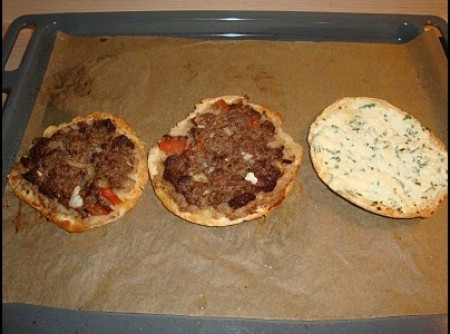 Esfirra Diet de carne e queijo - com pão sírio