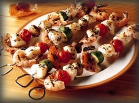 Espetada de salmão e camarão