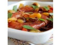 Linguiças Assadas com Tomates, Pimentões e Batatas