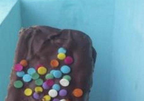 Bolo de chocolate no palito