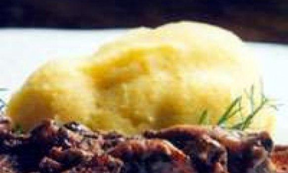 Coelho ao forno com alecrim e polenta