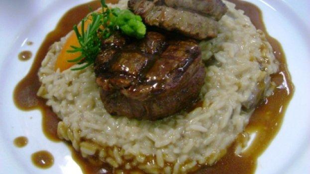 Medalhão de filé com arroz cremoso e Shitake