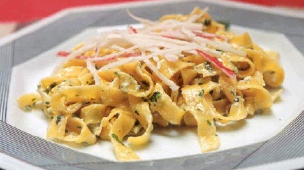 Salada de Talharim com Kani Kama